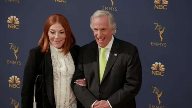 vídeos de stock, filmes e b-roll de stacey weitzman and henry winkler at the 70th emmy awards arrivals at microsoft theater on september 17 2018 in los angeles california - 70th annual primetime emmy awards