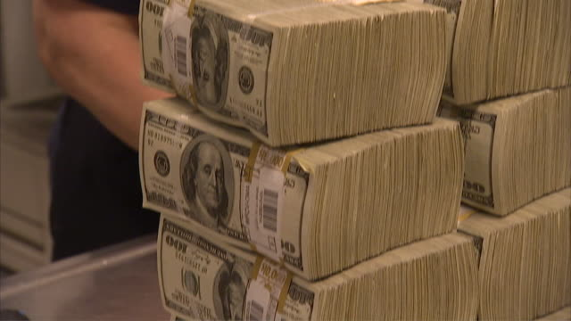 cu tu td stack of 100 dollar bills on table / kansas city, kansas, united states  - stack点の映像素材/bロール