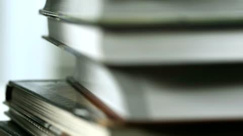 hd: stapel bücher - law stock-videos und b-roll-filmmaterial