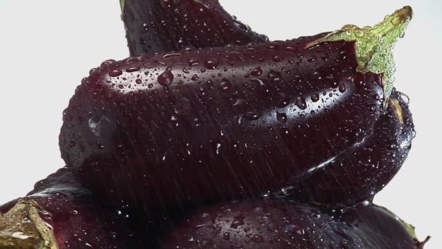 cu, stack of eggplants with water droplets rotating - aubergine stock videos & royalty-free footage
