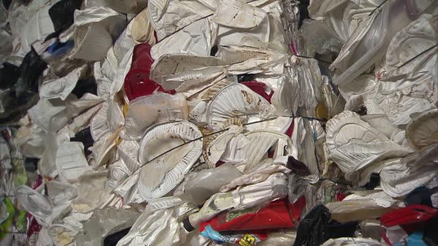 vídeos de stock, filmes e b-roll de stack of plastic garbage - poluição do plástico