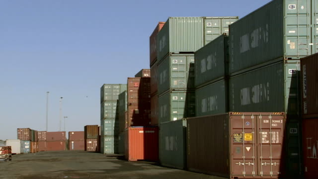 stockvideo's en b-roll-footage met ms stacked cargo containers in container yard/ sydney, australia - middelgrote groep dingen