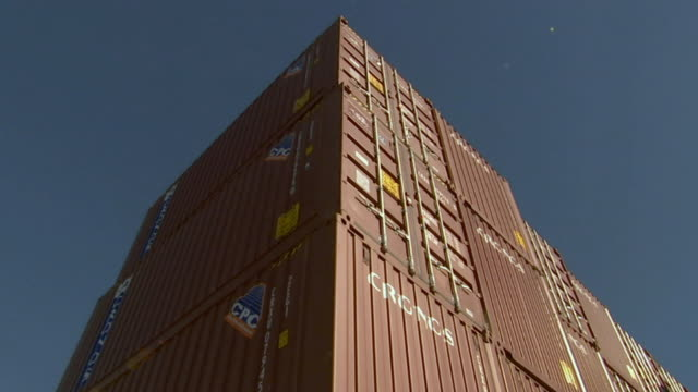 stockvideo's en b-roll-footage met la ms stacked cargo containers/ sydney, australia - middelgrote groep dingen