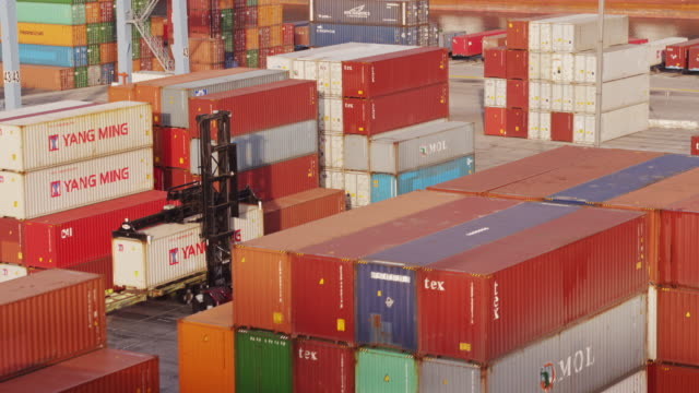 stockvideo's en b-roll-footage met stacks of colorful containers in shipping terminal - aerial shot - long beach californië