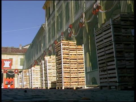 ws stacks on orange crates on street in preparation for battle of oranges / ivrea, torino, italy / audio - piemonte video stock e b–roll