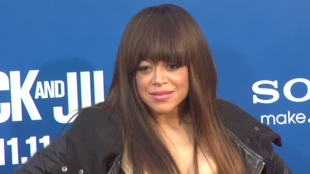 vidéos et rushes de stacy francis at the 'jack and jill' world premiere at westwood ca - westwood