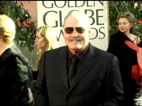 vídeos y material grabado en eventos de stock de stacy keach at the 2006 golden globe awards arrivals at the beverly hilton in beverly hills california on january 16 2006 - stacy keach