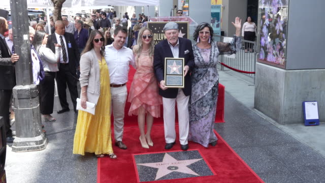 vídeos y material grabado en eventos de stock de stacy keach poses with family at stacy keach honored with a star on the hollywood walk of fame on july 31 2019 in hollywood california - stacy keach