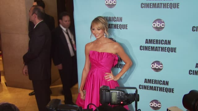 vídeos y material grabado en eventos de stock de stacy keibler at the american cinematheque's 2010 award show honoring matt damon at beverly hills ca - american cinematheque