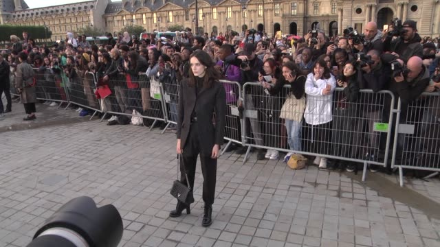 stockvideo's en b-roll-footage met stacy martin attends the louis vuitton womenswear spring/summer 2020 show as part of paris fashion week on october 1 2019 in paris france - week