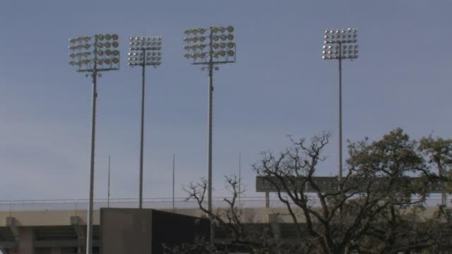stockvideo's en b-roll-footage met stadium lights of outdoor darrel k royal texas memorial stadium of the university of texas longhorn football tx sports - texas longhorn