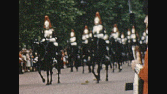 staff and horsemen preparing queen elizabeth procession in front of buckingham palace - honour guard stock videos & royalty-free footage