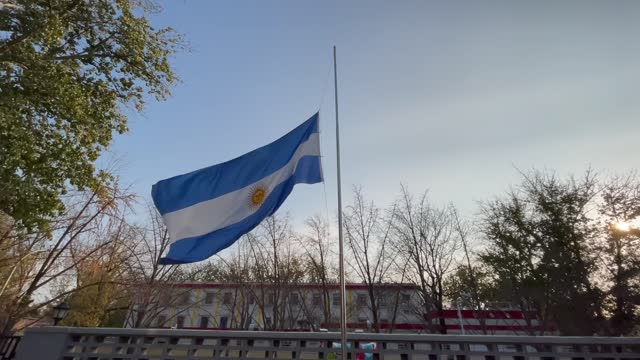 vidéos et rushes de staff arranged the signed jersey, photos and the world cup in the argentine embassy for mourning diego maradona on november 26 in beijing, china.... - mémorial