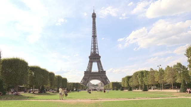 staff at the eiffel tower shut down the paris landmark in protest over a new access policy which they say is generating monstrous queues for tourists - eiffel tower stock videos & royalty-free footage