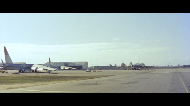 ms pan staff car down runway - campo d'aviazione video stock e b–roll