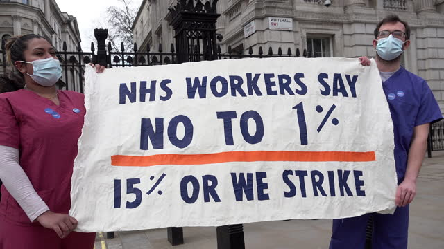 GBR: NHS staff protest over 1% pay recommendation