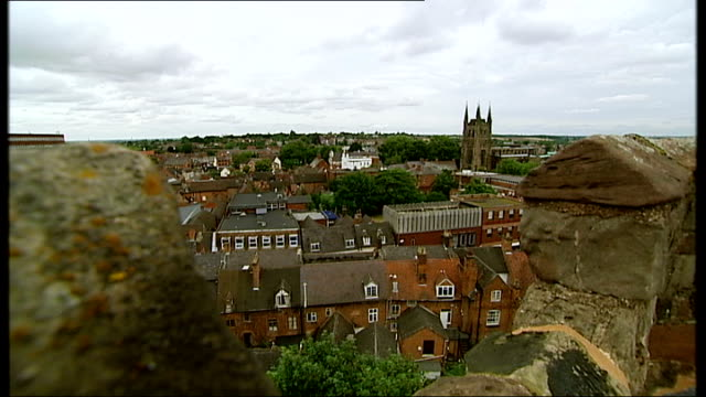 staffordshire tamworth ext view over town from top of tamworth castle tamworth castle general views 14th century church high angle view over town... - falls church stock-videos und b-roll-filmmaterial