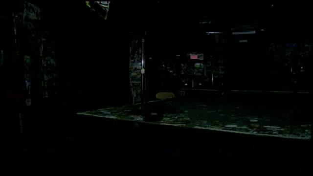vídeos de stock e filmes b-roll de stage and equipment in nyc - música punk