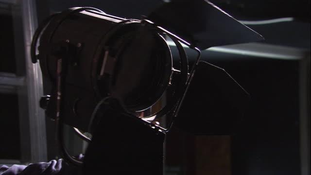a stage hand turns a spotlight. - kulisse bühne stock-videos und b-roll-filmmaterial