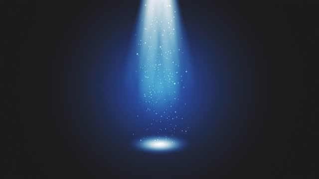 vídeos de stock, filmes e b-roll de luz do palco brilhando no estúdio. grandes holofotes iluminam a cena do céu. raios de luzes no palco com brilhos brilhantes. todas as luzes se reúnem em um ponto. os conceitos de artes cênicas, festa do clube, iluminação, evento, celebração, ovni,  - arte e artesanato assunto