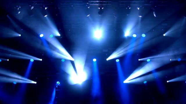 vídeos de stock e filmes b-roll de stage lights. - luz estroboscópica
