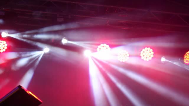 vídeos y material grabado en eventos de stock de luces de escenario - luz de escenario