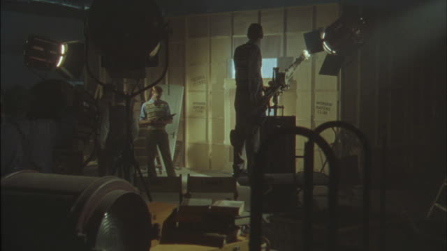 vídeos de stock, filmes e b-roll de stagehands work behind the scenes of a production. - câmera de filmar