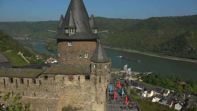vidéos et rushes de stahleck castle, bacharach, rhine river, rhineland-palatinate, germany, europe - xiième siècle