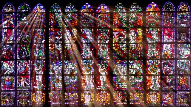 vídeos y material grabado en eventos de stock de los rayos de luz de cristal de la mancha - iglesia