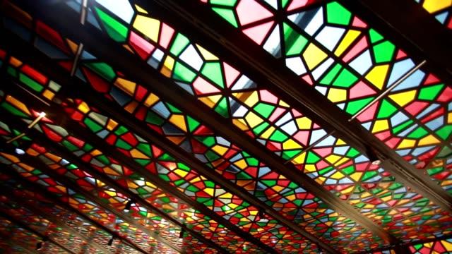 glasglas lichtstrahlen - kirche stock-videos und b-roll-filmmaterial
