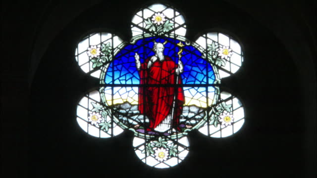 stained glass window, cathedral of st anne, belfast, northern ireland - プロテスタント点の映像素材/bロール