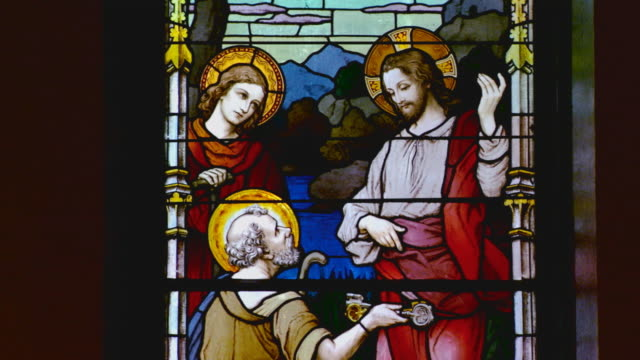 stained glass window, tilt up - 使徒点の映像素材/bロール
