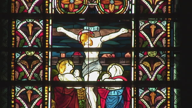 cu stained glass with depicting crucifixion, galle, sri lanka - avvenimento biblico video stock e b–roll