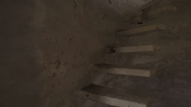 vídeos de stock, filmes e b-roll de w/s steadycam, stairs, beatles ashram, rishikesh (india) - rishikesh