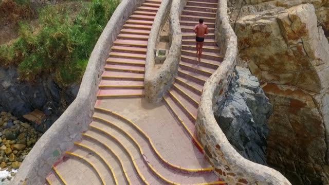 stairs la quebrada - サーフパンツ点の映像素材/bロール