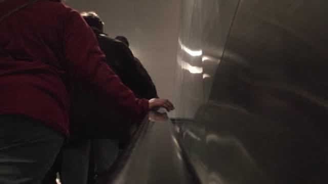vídeos y material grabado en eventos de stock de escalera - brazo humano