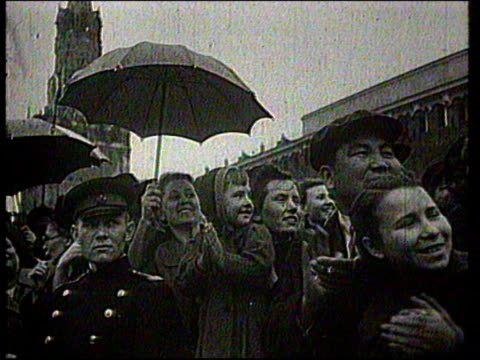 stalin ascends to a tribune of mausoleum on red square in moscow - トリビューンタワー点の映像素材/bロール