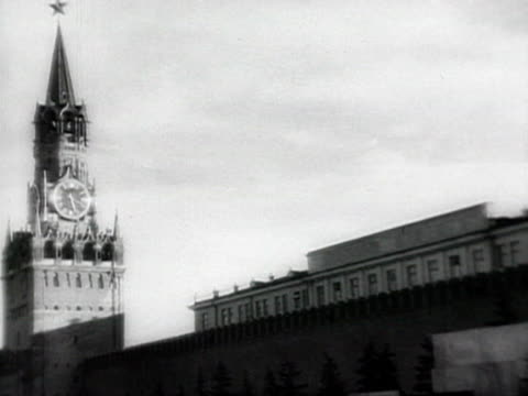 ms stalin gets up stairs to his office audio /moscow russia - 1941年点の映像素材/bロール