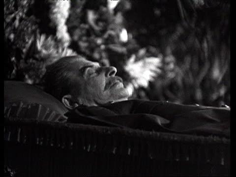 vídeos y material grabado en eventos de stock de stalin lying in coffin at trade union house / moscow russia audio - ataúd