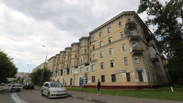 stalin period residential apartment block due for demolition in the yuzhnoportovy district of moscow russia on tuesday june 26 2017 - sostituzione video stock e b–roll