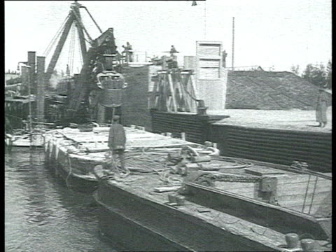 stalin voroshilov kirov yagoda visiting newly achieved belomor canal on boat steamer opening way to lock for barges loaded with wooden logs and... - pråm bildbanksvideor och videomaterial från bakom kulisserna