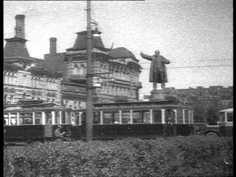 stalinist architecture in leningrad winter palace square / st petersburg russia - 像点の映像素材/bロール