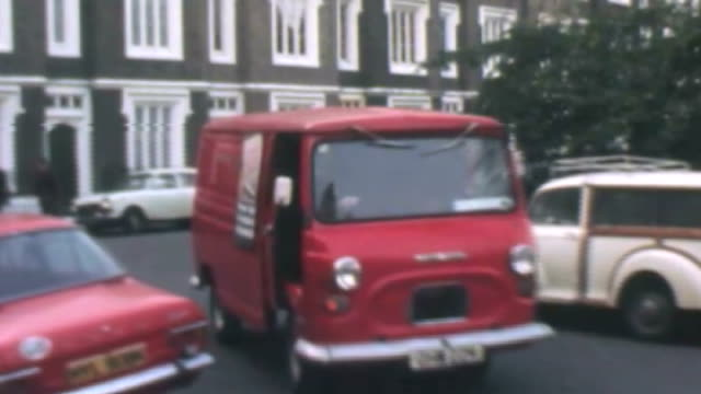 vídeos de stock e filmes b-roll de stamp prices to rise by more than a third fs151275003 / royal mail post van pulls up alongside post box postman out of van and collecting post from... - selo postal