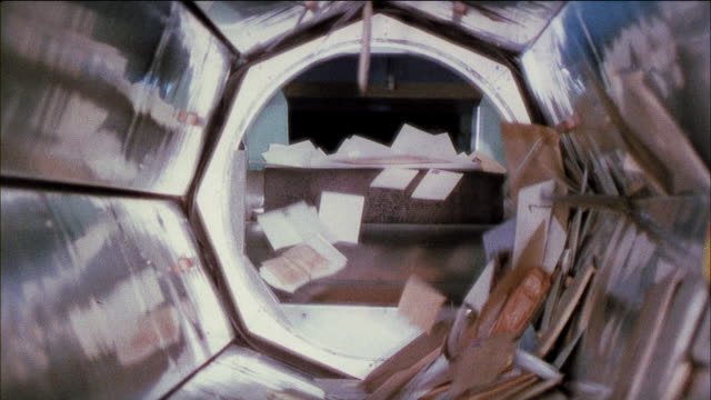 vidéos et rushes de montage stamped envelopes and other post tumbling through mail sorter (color shift in film is intentional/experimental) / united kingdom - poste