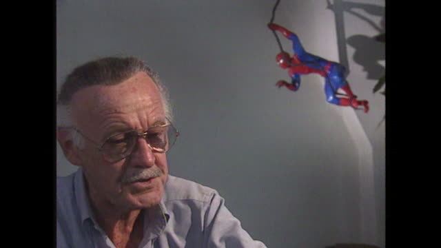 stan lee saying 'if i found a page looked dull i would put in a lot of dialogue' when reviewing comic book pages - 作品名 ファンタスティック・フォー点の映像素材/bロール