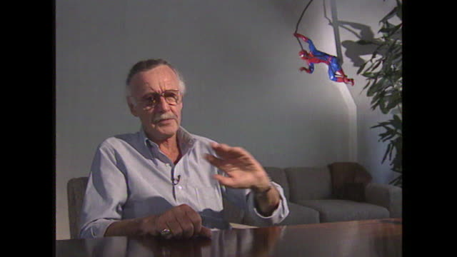 stan lee talks about the 'fantastic four' with the characters saying 'i wanna quit this group, i'm not getting paid enough money!' - 作品名 ファンタスティック・フォー点の映像素材/bロール