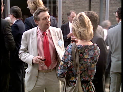 vídeos de stock, filmes e b-roll de douglas hurd meets mary whitehouse / douglas hurd speech at royal television society; cambridge: lady mitchell hall: ext outdoors royal television... - almofada
