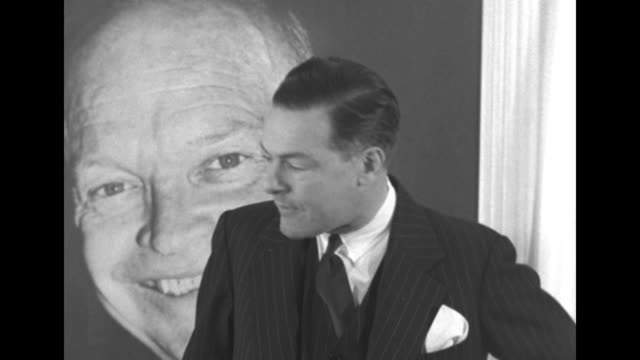 vídeos de stock, filmes e b-roll de standing in front of large picture of dwight eisenhower in eisenhower election headquarters ma sen henry cabot lodge jr reads statement to reporters... - eleição primária