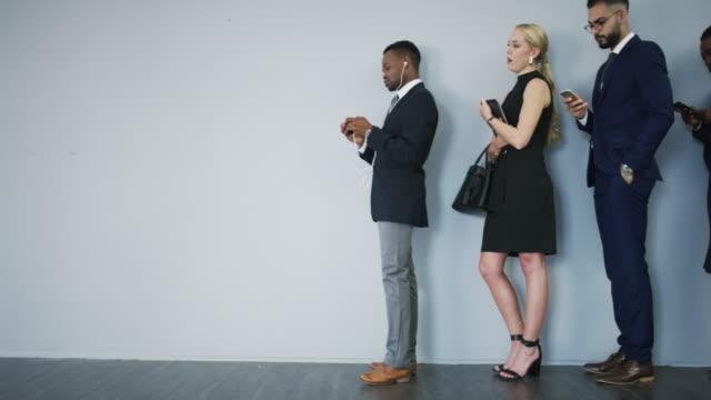 vídeos de stock e filmes b-roll de standing in line of succession - pessoas em fila
