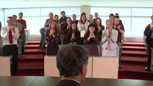 hd: standing ovation - lecture hall bildbanksvideor och videomaterial från bakom kulisserna